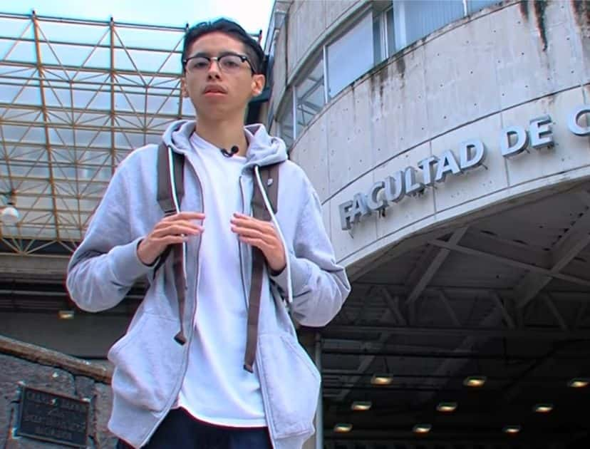 Lesthat Manelick Martínez López presentó su examen de acceso a la carrera de Biología a la edad de 20 años convirtiéndose en uno de los estudiantes con mayor puntaje en los exámenes de admisión.